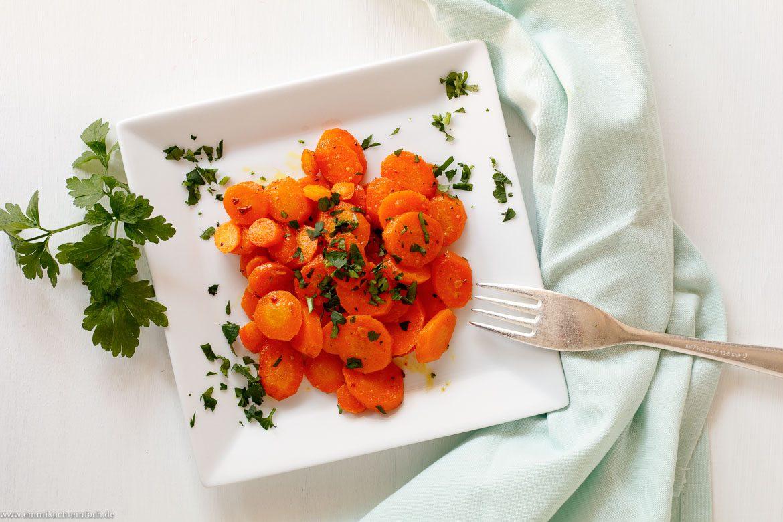 Möhrengemüse mit Curry und Petersilie - www.emmikochteinfach.de