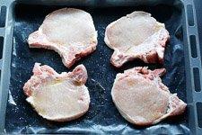 Schweinekotletts mit Apfelscheiben - www.emmikochteinfach.de