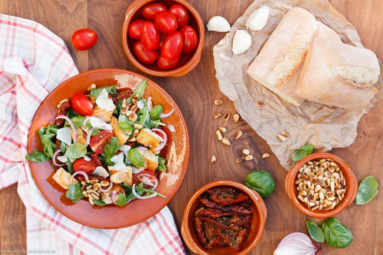 Mediterraner Brotsalat - schnell und einfach gemacht