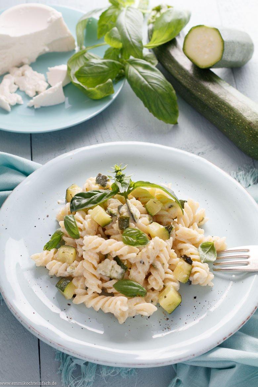 Fusilli mit Zucchini und Ricotta - emmikochteinfach