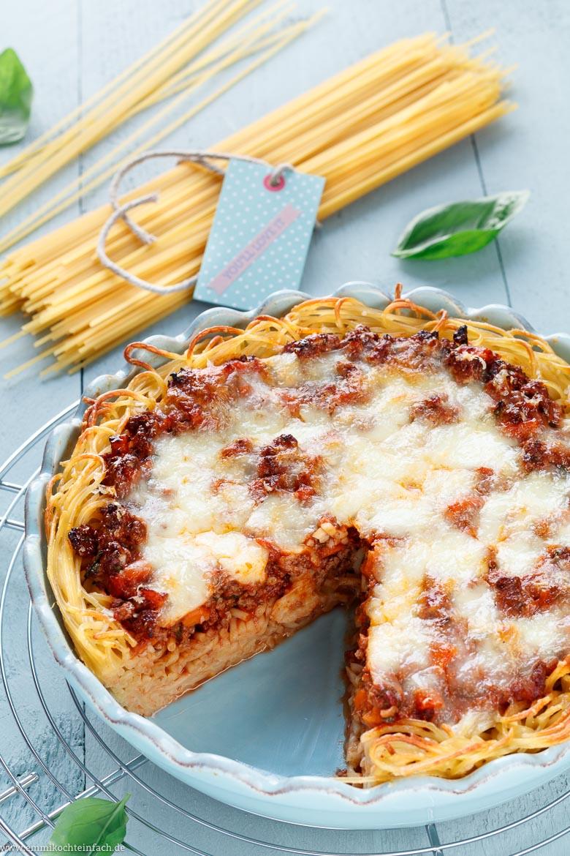 Spaghetti Auflauf mit schneller Hackfleischsoße - www.emmikochteinfach.de