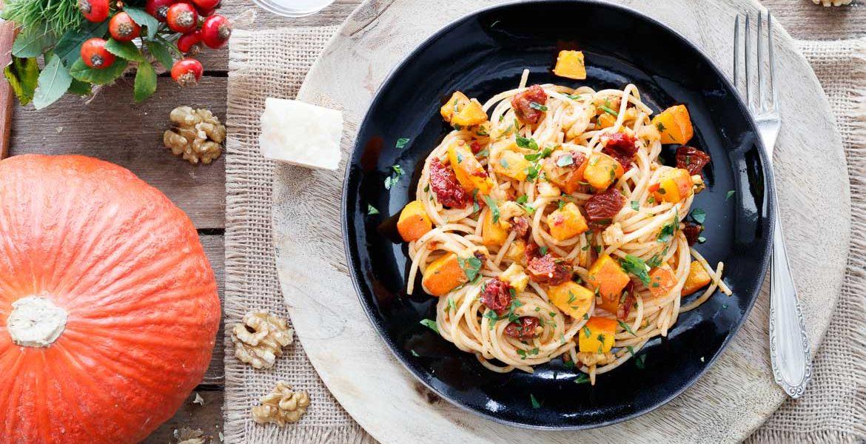 Herbstliche Spaghetti mit getrockneten Tomaten und Walnüsse - www.emmikochteinfach.de