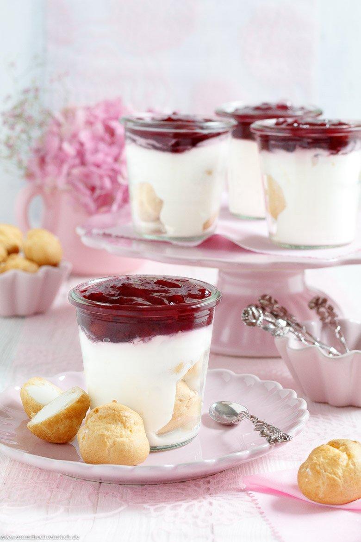 Dessert Weihnachten Thermomix.Mini Windbeutel Sahnedessert Mit Roter Grutze Emmikochteinfach