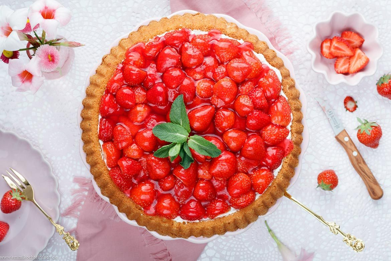 Ein einfach gemachter Kuchen mit den roten Früchten - www.emmikochteinfach.de