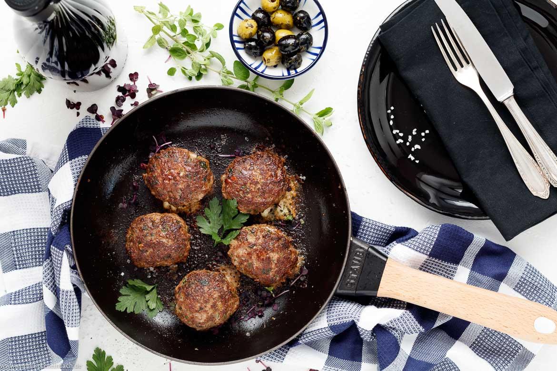 Bifteki - Griechische Frikadellen gefüllt mit Schafskäse