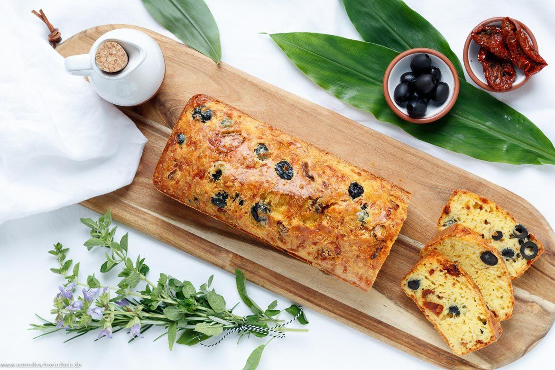 Herzhaftes Brot mit getrockneten Tomaten und Oliven - www.emmikochteinfach.de