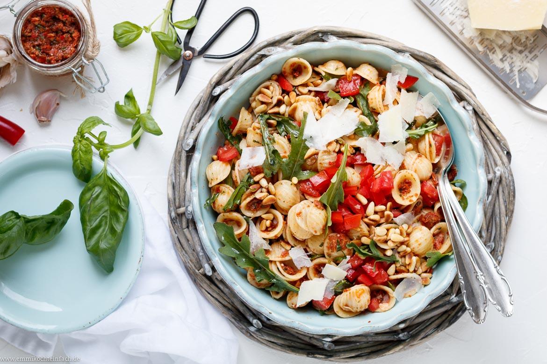 Italienischer Nudelsalat Mit Rotem Blitz Pesto