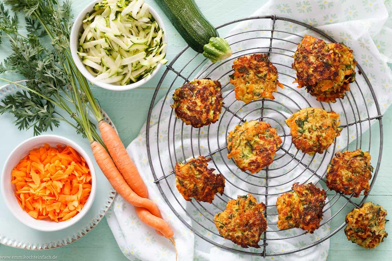 Zucchini-Möhren-Puffer - emmikochteinfach