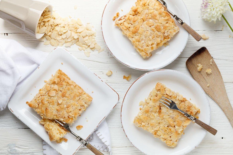 Schneller Becher Blechkuchen Mit Knuspermandeln Emmikochteinfach