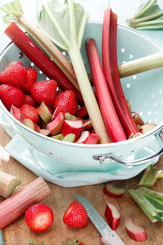 Rhabarber und Erdbeeren sind ein tolles Duo - www.emmikochteinfach.de