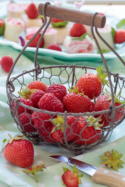 Erdbeeren und Himbeeren sind eine tolles Duo - www.emmikochteinfach.de