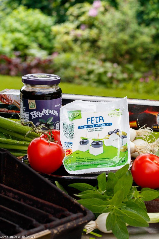 Veggie Grillen mit wenigen Zutaten wie Feta, Tomaten und Frühlingszwiebeln - www.emmikochteinfach.de