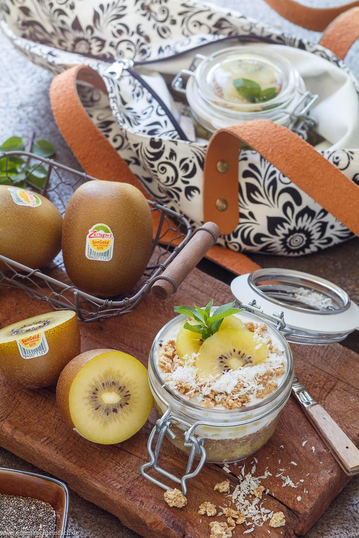 Chia Bowl mit Sungold Kiwi im Einmachglas to go - www.emmikochteinfach.de