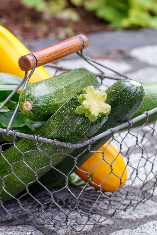 Frische Zucchini aus dem Garten - www.emmikochteinfach.de