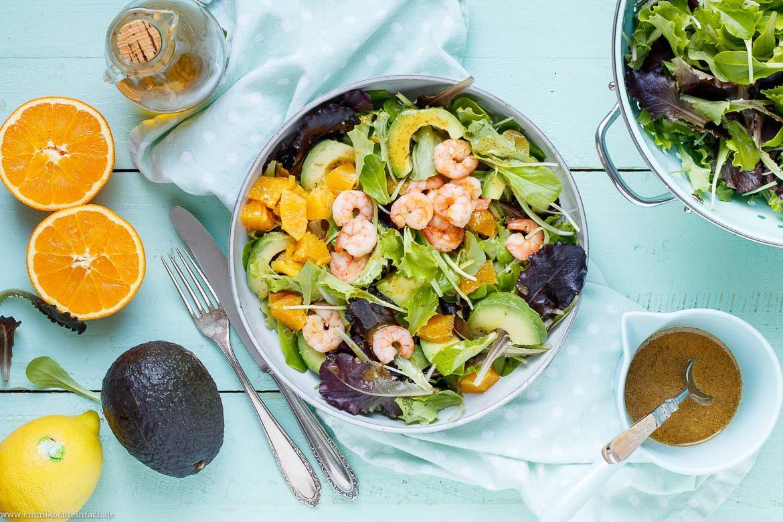 Ein gesunder und leckerer Wintersalat mit Avocado und Garnelen - www.emmikochteinfach.de