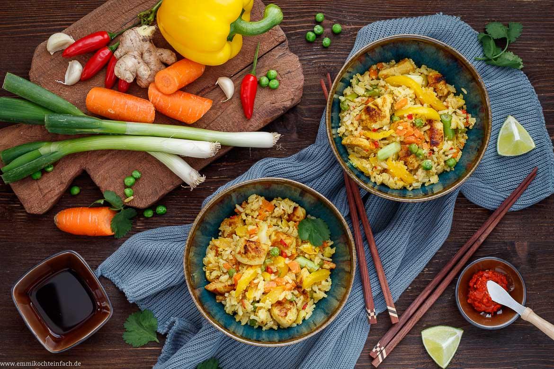 Asia Gericht mit Reis und Hähnchen und Gemüse - www.emmikochteinfach.de