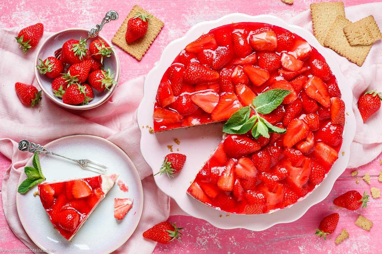 Pudding Erdbeerkuchen als No Bake Kuchen - www.emmikochteinfach.de