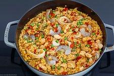 Einfache Paella mit Hähnchen und Meeresfrüchten - www.emmikochteinfach.de