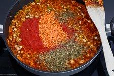 Rote Linsen Bolognese mit Pasta - www.emmikochteinfach